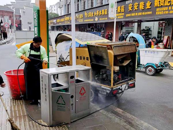 ▲冲洗路面及主干道垃圾桶污渍 (4)