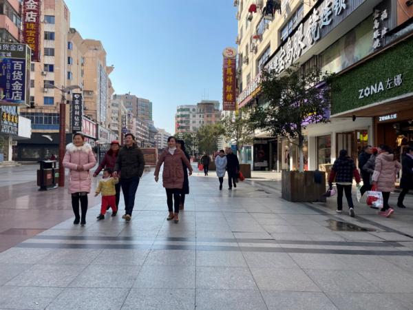 市民逛街购物