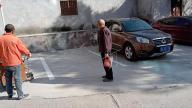 """助力""""创建""""  完善停车秩序"""