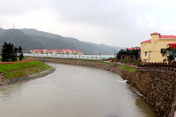 栗水河绕抱葛家州美丽乡村