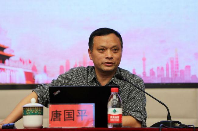 2、唐国平教授讲授关于历史问题的两个《决议》