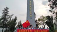 赣州市南康区龙回中学团支部组织团员举行清明节祭扫活动