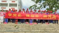 赣州市水西中学组织师生志愿者在校内开展文明实践活动