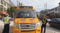 赣州市南康区第五小学对辖区幼儿园进行校车安全检查