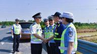 新余市副市长、公安局长陈鹏辉深入一线参与交通执勤
