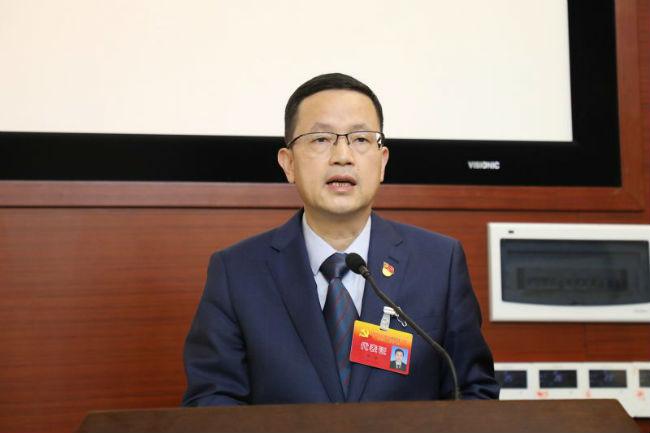 图4:邓弘向大会作党委工作报告