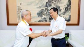 刘锋会见全国优秀共产党员姚石玉