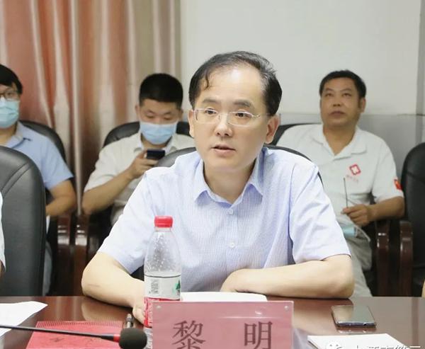 新当选的九江市医学会结核病分会主任委员黎明作表态发言