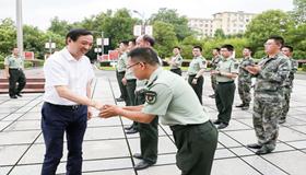 刘锋走访慰问景德镇军分区和部分驻景部队官兵