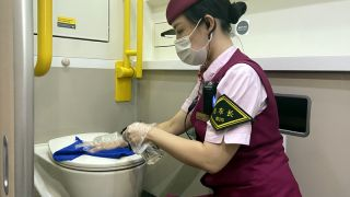做好重点部位消毒工作 确保旅客出行安全