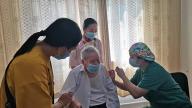 暖心出招!萍乡朝阳社区为97岁高龄老人接种新冠疫苗提供贴心服务