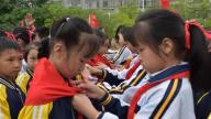 赣州市南康区第一小学举行建队日活动暨二年级学生第二批入队仪式