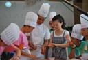 《小记者大课堂》中秋体验做月饼