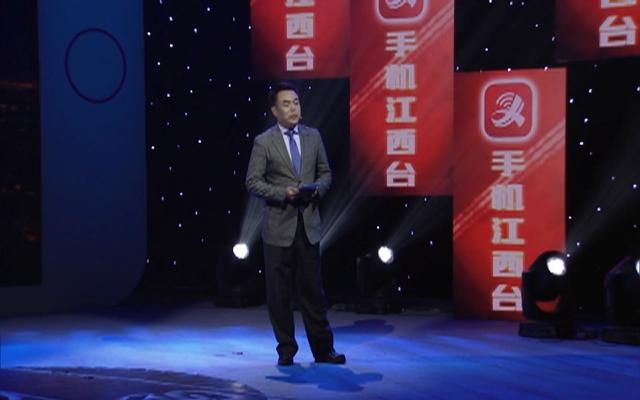 江西网络广播电视台副台长许志程演示手机江西台的定位及主要功能