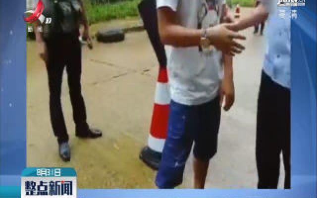 云南:警察边检搜出可疑包裹