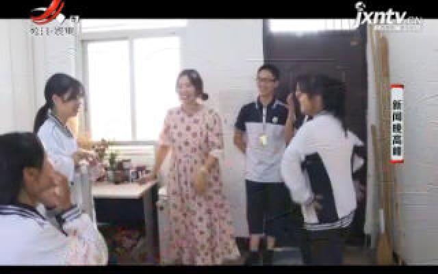 """浙江:粉丝50多万点赞600多万 """"网红老师""""用抖音寓教于乐"""