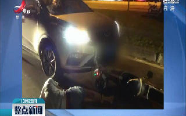 广东佛山:他醉驾摔倒 砸别人的车出气