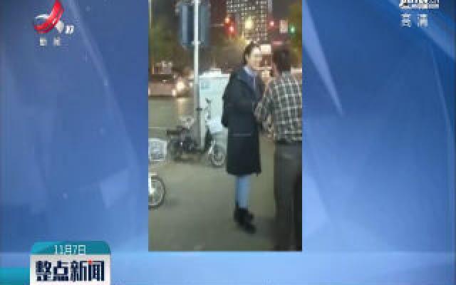 内蒙古:老人迷路一路受帮助 脱帽鞠躬致谢