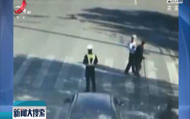 安徽:默契约定 交警每日扶8旬老人过马路