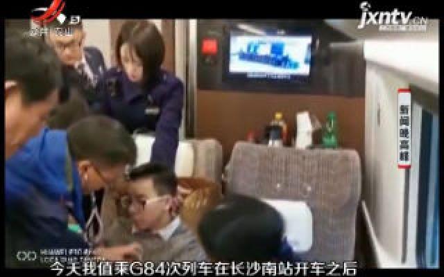 长沙:男子一路狂奔赶高铁 上车后胸闷气短晕倒了
