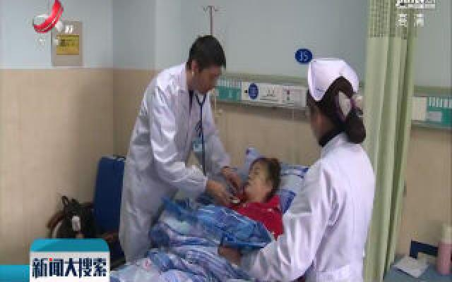 修水:急救人员挨户敲门寻找 成功救助昏迷母子