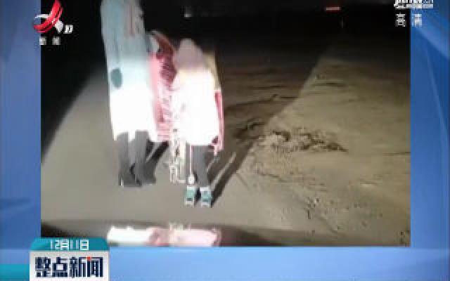 山西忻州:司机打灯照路 女孩鞠躬致谢