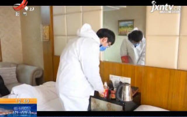 湖北武汉:江苏小伙自驾来武汉当志愿者 一日三餐方便面感动当地