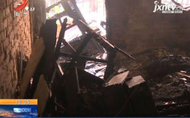 南昌:一居民家发生燃爆大火 一老人受伤