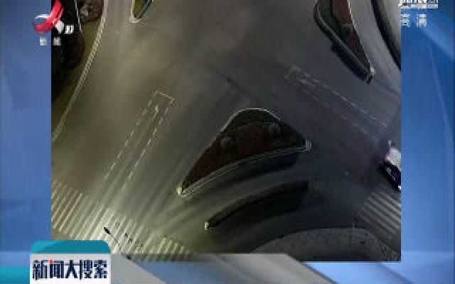 江苏:电动车闯红灯 车辆被撞稀碎