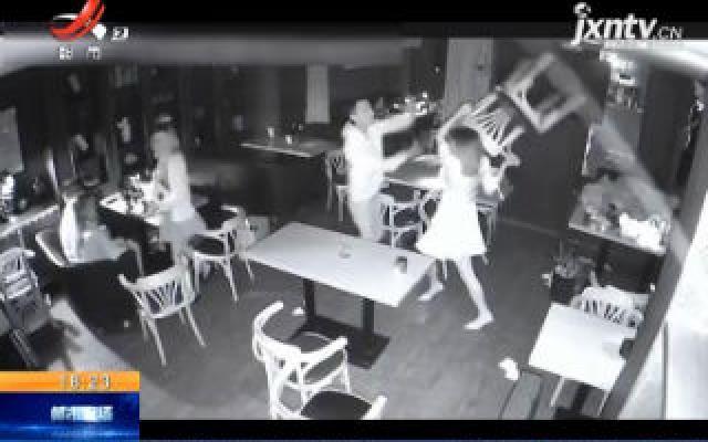 浙江东阳:男子酒吧搭讪不成 恼羞成怒与女子打架