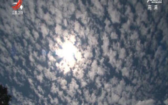 庐山:云海天幕一线开
