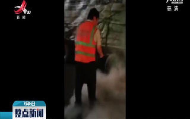 婺源:货车轮胎起火 高速收费员紧急扑救