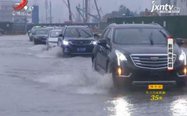 南昌高新区:多处积水 交警全员上路