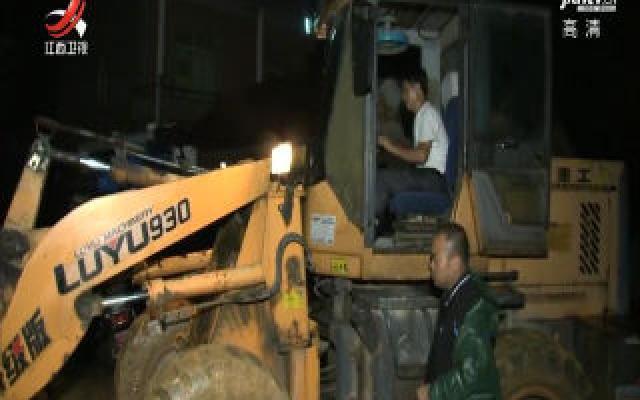 胡强在鄱阳县现场指挥调度抗洪抢险救灾工作