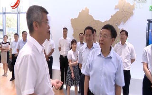 刘强在共青城市专题调研人才工作