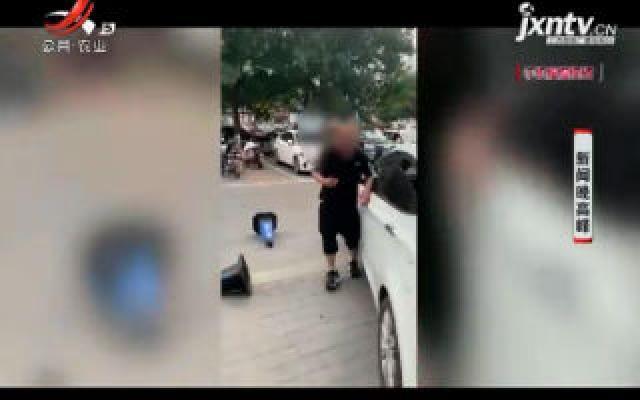 """北京:男子酒后""""发飙"""" 砸坏多辆轿车"""