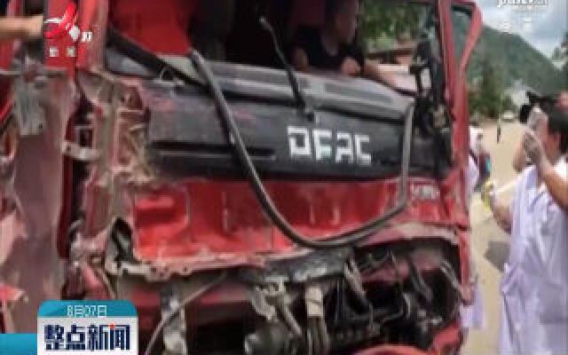 瑞昌:车祸致司机被困 消防成功救援