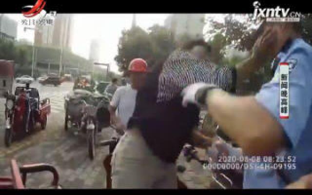 陕西:开无证电动车被拦 女子撕文书扇交警耳光