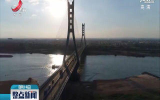 """【高温下的坚守】为大桥""""把脉""""的桥梁检测员"""
