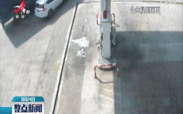 福银高速:货车视线盲区大 咱们尽量远离它