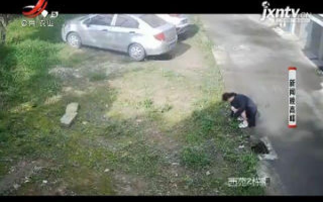 """扬州:阻止他人停车 竟买""""四角钉""""戳车胎"""