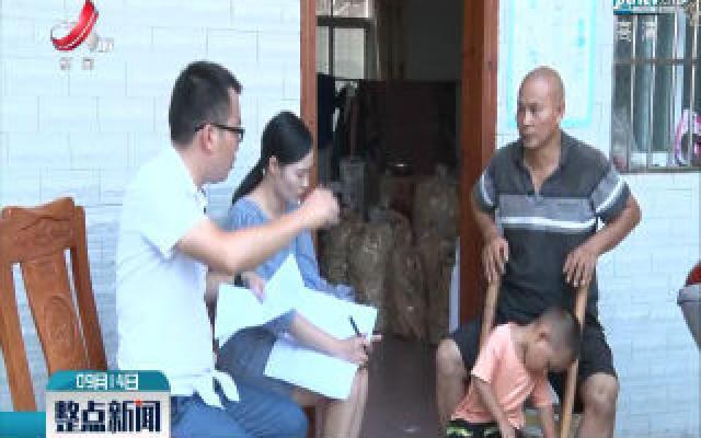 """""""村官小钟""""买土特产 撑起百姓致富新路"""