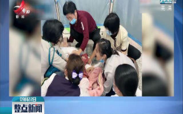 长沙:孕妇地铁上突然临盆 众人援手助母子平安