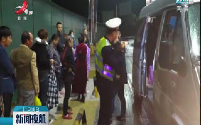 九江:9座车坐了14人 超员上路被罚